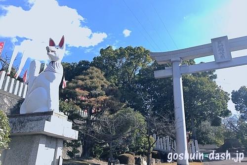 三好稲荷閣(狐と鳥居)
