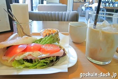 SIENA COFFEE FACTORYのパニーニランチ(ロースハムとカマンベールチーズ・カフェラテ・長久手)