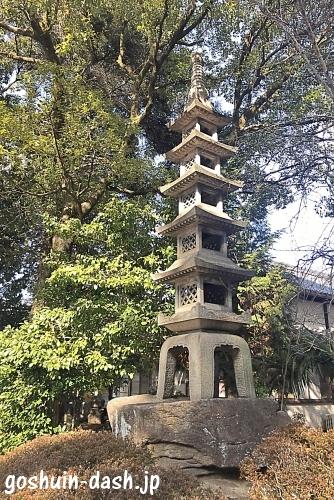 本土神社の石塔