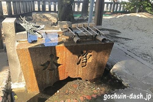 本土神社の手水舎