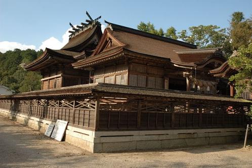 中山神社(拝殿と本殿)