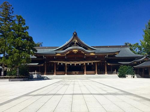 寒川神社の御社殿(拝殿)
