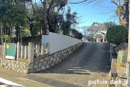 尾陽神社駐車場入口