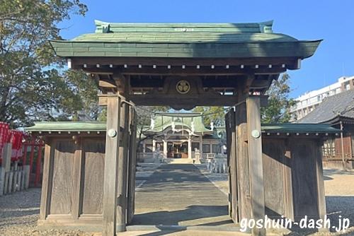 尾陽神社の神門