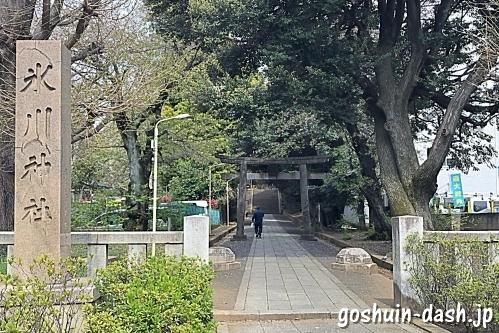 渋谷氷川神社の鳥居と標柱