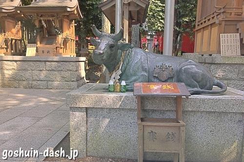 みちびきの牛(撫で牛・針名神社)