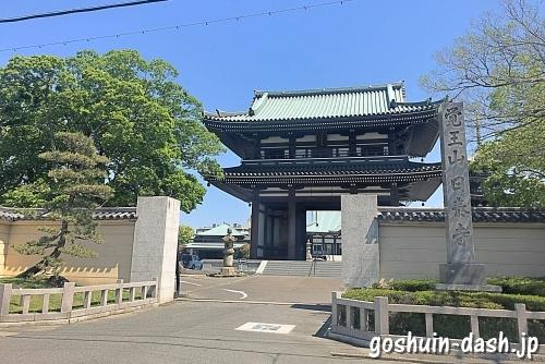 覚王山日泰寺の駐車場入口