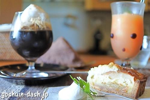 十二ヵ月(コーヒーゼリー・りんごのタルト・グレープフルーツジュース)