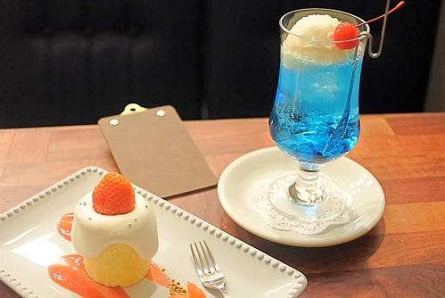 喫茶ゾウメシ(苺のキャンドルケーキとクリームソーダ)