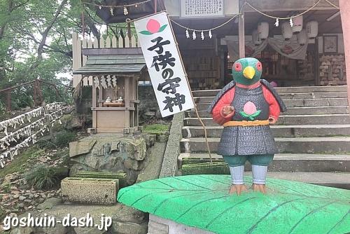 雉(キジ)のコンクリート像(犬山桃太郎神社)
