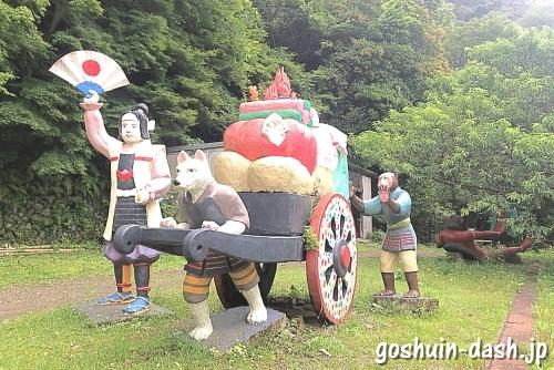 鬼ヶ島から帰還した桃太郎たちのコンクリート像(犬山桃太郎神社)