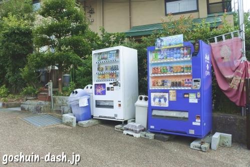 強巴林(チャンバリン)・倶利加羅不動寺駐車場の自動販売機