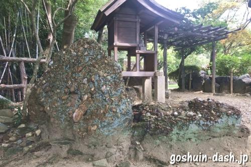 さざれ石とお稲荷さん(名古屋市守山区龍泉寺)