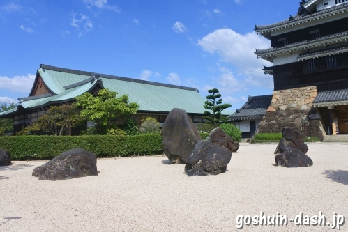 石庭と芸能文化館(清洲城)