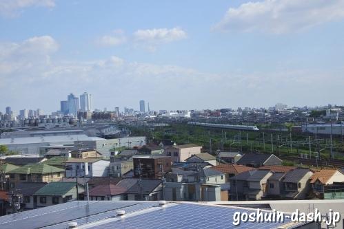 清洲城天守閣からの眺め(名古屋駅の高層ビル群と新幹線)