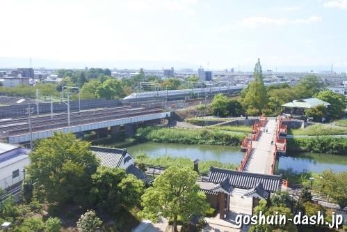 清洲城天守閣からの眺め(大手橋と新幹線)