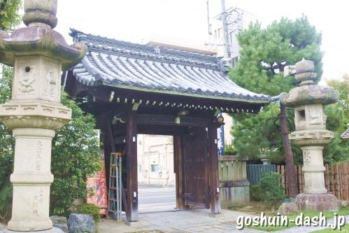 正悦山妙行寺(清正公堂・名古屋市中村区)山門と石灯篭