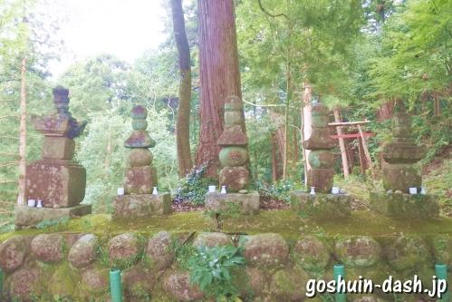 鈴木五代の墓(香嵐渓飯盛山)