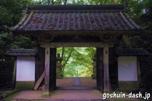 香積寺(豊田市香嵐渓)山門からの紅葉(もみじ)