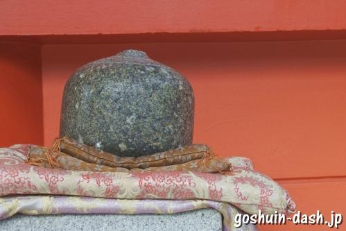 金神社(岐阜市)おもかる石