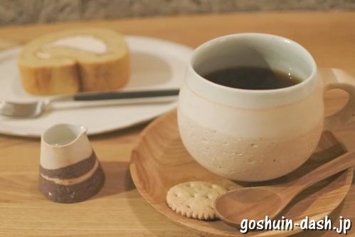 cafe旅人の木(岐阜市金神社会館B1F・コーヒーとロールケーキ)