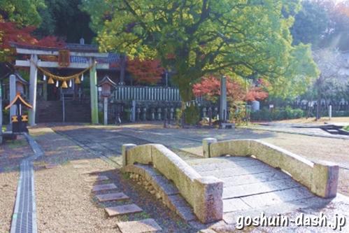 橿森神社(岐阜市)の神橋・二の鳥居・椨の木