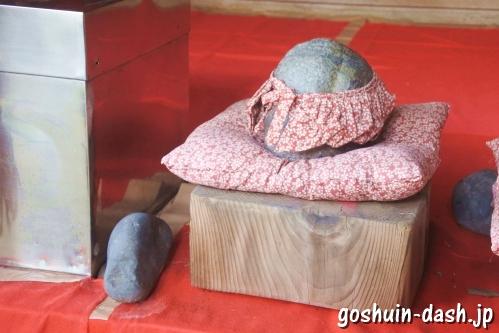 末廣稲荷神社おもかる石(岐阜橿森神社境内社)
