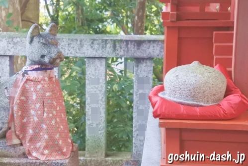 辰山稲荷神社(岐阜長良天神神社境内社)狛狐とおもかる石
