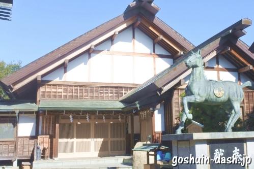 御井神社(岐阜県各務原市)社務所と神馬