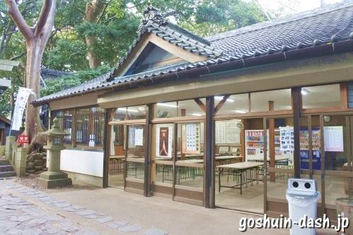 八百富神社(蒲郡市竹島)休憩所(自動販売機も)