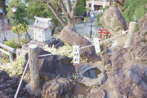 富士浅間神社と富士塚(鳩森八幡神社・東京都指定有形民俗文化財)