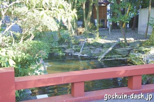 子宝池と朱門橋(伊勢猿田彦神社)