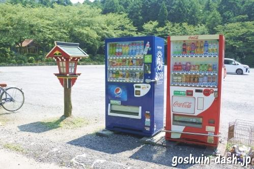 山蔭神道貴嶺宮(愛知県額田郡幸田町)自動販売機(駐車場)