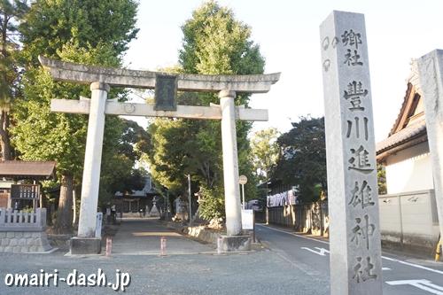 豊川進雄神社(愛知県豊川市)鳥居と社号標