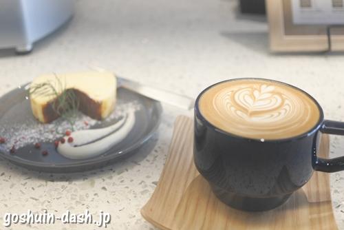 OVERCOFFEE and Espresso(名古屋市熱田区)バスクチーズケーキとカフェラテ