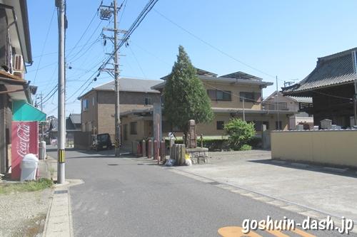 興化山長光寺(六角堂・愛知県稲沢市)楼門前の自動販売機