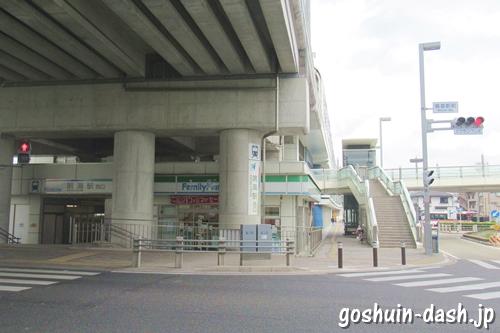 鳴海駅西口・鳴海駅前信号交差点・コンビニ(ファミリーマート)